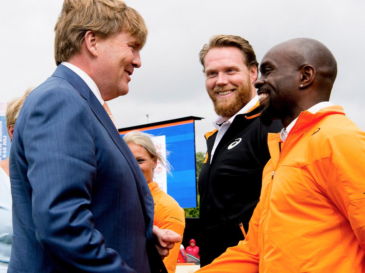 Koning Willem-Alexander en Churandy Martina